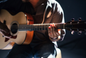 how to play the guitar online
